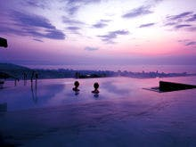 別府温泉で女子同士がワイワイと展望風呂