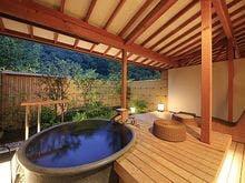 露天風呂付客室・陶器風呂一例