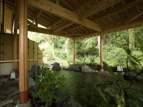 【石川県】紅葉をお部屋やお風呂から楽しめるお宿を教えてください。