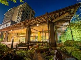 平日に子連れで秋保温泉!ビュッフェスタイルで一人2万円以内で宿泊できる宿を教えて。