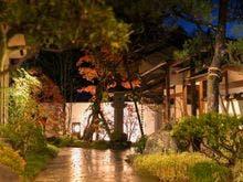友人と下諏訪温泉に観光に行きます。観光に便利な温泉宿があれば教えてください。