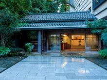 加賀温泉郷で露天風呂付き客室と部屋食でゆっくりできるオススメの宿はありますか?