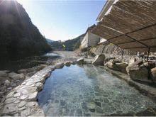 恋人と川湯温泉に行きます。昔ながらの風情ある温泉宿のおすすめありませんか。