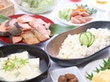 和洋35種類の無料朝食バイキングです
