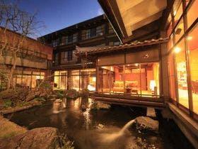 祖母を連れて石和温泉に行きます。部屋でゆっくりしたいとのことで部屋食のある宿を教えてください。