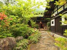奥飛騨温泉郷で囲炉裏があり、風情を感じられる温泉宿は?