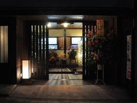 幼児がいるので、周囲に気兼ねなく家族4人で入れる貸切風呂がある草津温泉の温泉宿を教えてください。