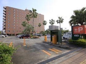 ホテル敷地内100台完備できる駐車場!