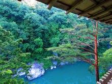 静かな渓谷の隠れ宿峡泉