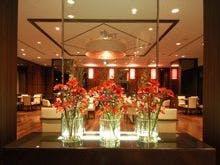 珠江店内 入り口には花飾り