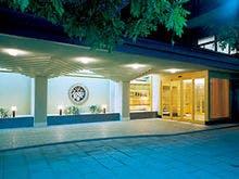 親戚を含め大人数で戸倉上山田温泉に行きます。宴会のできる宿があれば教えてください。