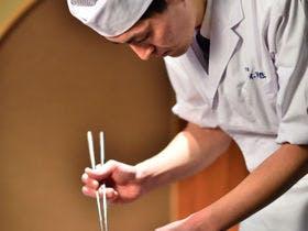 料亭にて料理長自ら腕を振るう。