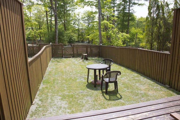 全室専用庭付き。庭にはドッグランへの出入口もございます