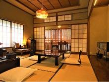 昭和レトロな雰囲気の客室「あられの間」