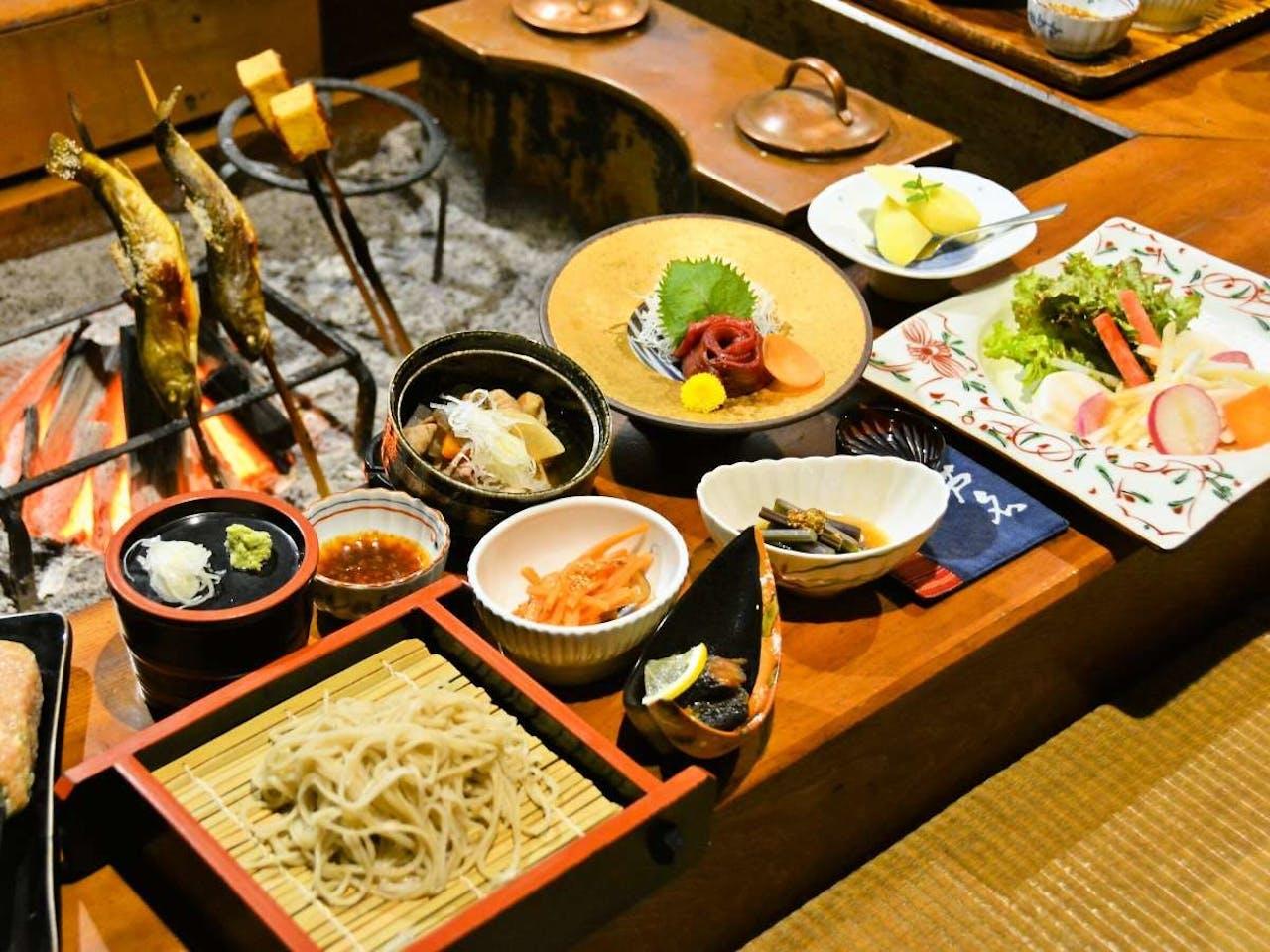 囲炉裏でたのしむ郷土料理<会津地鶏>