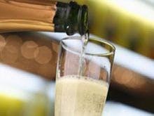 きめ細かな泡立ちのスパークリングワイン