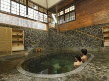 日本一深い自噴岩風呂「白猿の湯」
