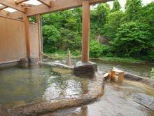 野趣溢れる露天風呂「桂の湯」