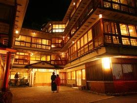伊香保温泉で食べ歩きを楽しみたいので温泉街近くのいい宿を知りたい!