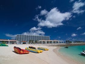 ビーチからホテル