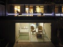 居室と地下露天風呂の二層式客室
