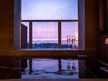 客室の展望温泉風呂は極上のリラックス空間