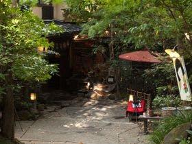 離れの宿が人気の黒川温泉で彼氏とゆっくりくつろげる和室の宿はありますか?