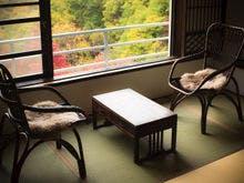窓からは四季の美しい姿を愉しめます。