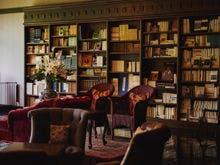 優雅に寛げる3万冊の蔵書Lounge&Bar