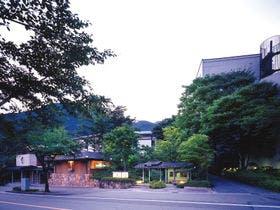 鬼怒川温泉で両親と家族旅行に行きます。部屋食でのんびり楽しめる宿を教えてください。