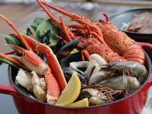 伊勢海老やずわい蟹いっぱいのブイヤベース