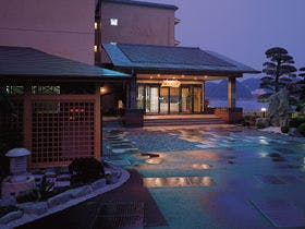 鳥羽温泉に外湯巡りに行きます。食事はのんびりしたいので美味しい部屋食のある宿を教えてください。