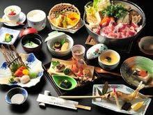 伝統の味「山賊鍋」をメインとした夕食懐石