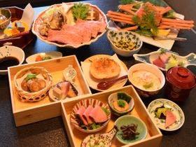 【夕食一例】飛騨牛と茹で蟹の豪華コラボ!