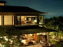 伊豆へ温泉デートに行きます。貸切風呂と部屋食ができる温泉宿を教えて下さい。