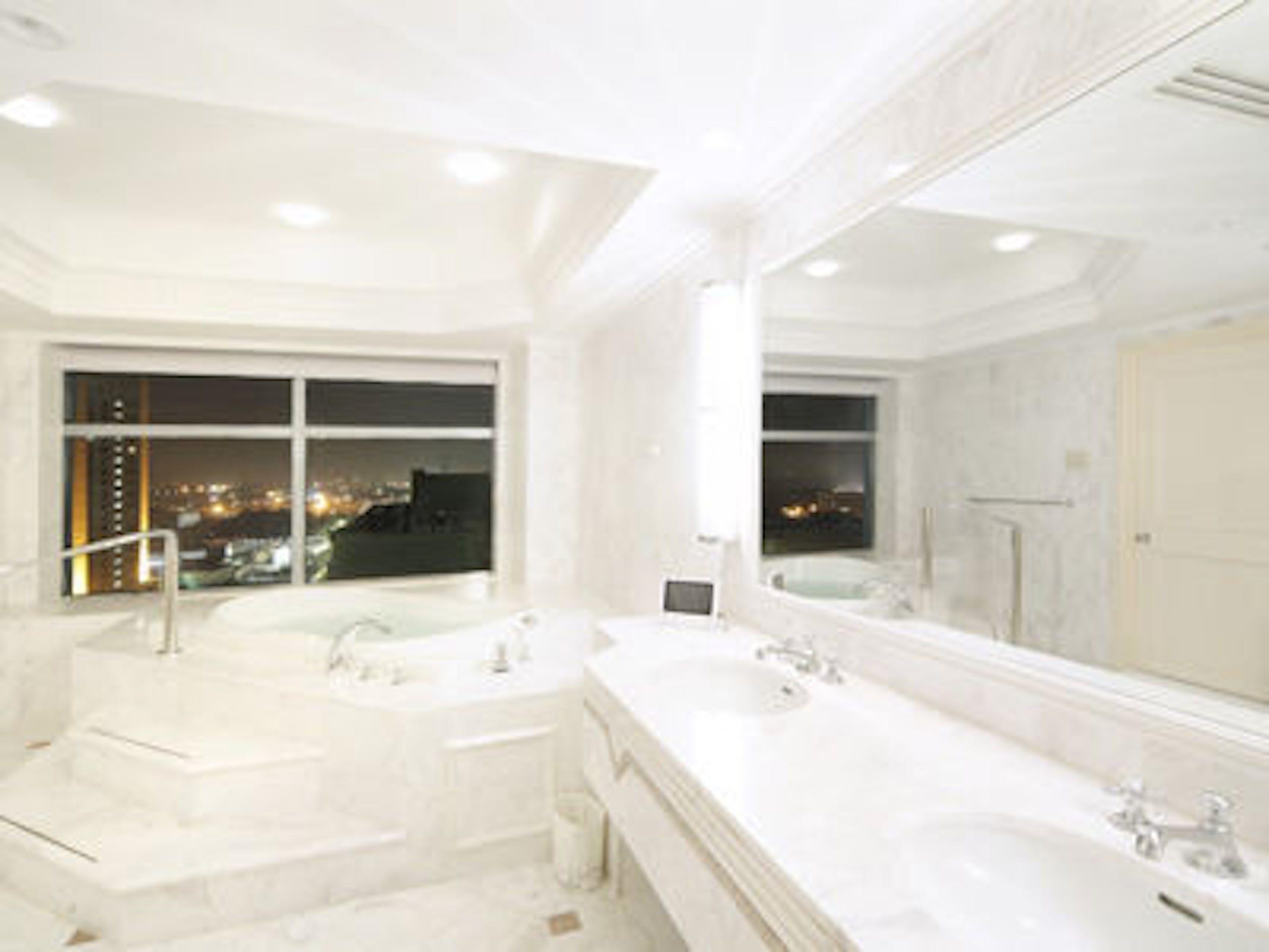 ホテル ザ・マンハッタン プラザスイートバスルーム