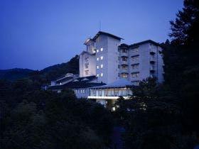 修善寺温泉で露天風呂付客室があり、記念日におすすめの温泉旅館を教えて下さい。