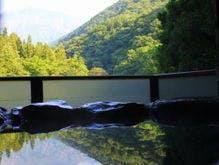 全室の客室露天から望める谷川岳