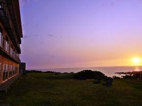 秋田の海沿いで夕日を眺められる温泉宿