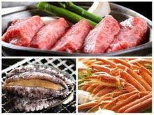 一度に海の幸もお肉も味わえる!