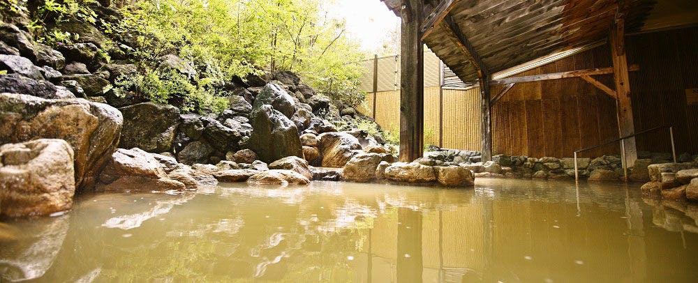 四季折々の景観を楽しめる趣きのある露天風呂