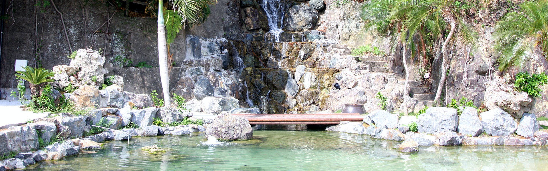 ホテル敷地内海水池
