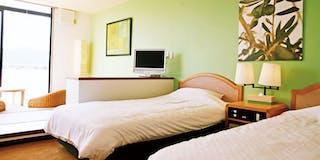 和洋室  ビタミンカラーで彩られた客室は、清潔感いっぱい。