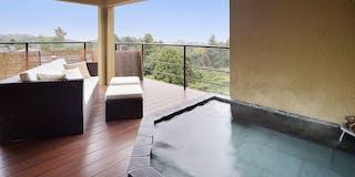 客室「ぼたん」の露天風呂からは晴れれば伊豆大島の遠景を望みます。