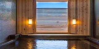 東山エリアのシンボル 八坂の塔を浴室内から遠望する貸切風呂「蕩 八坂(to-yasaka)」