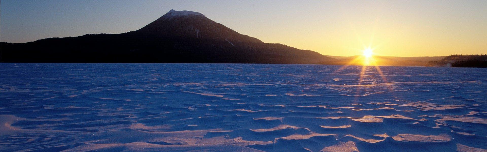 寒湖と雄阿寒岳/冬季