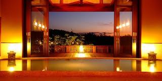 【大浴場】絹のような美人の湯、丹後の雄大な自然が五感を満たす露天風呂。