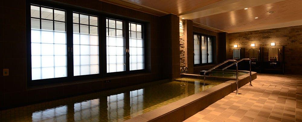 天然温泉もある浴室では、ボディケア(有料)とサウナをご用意しております。