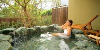 客室露天風呂一例【岩】