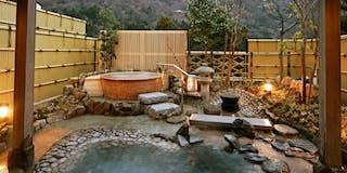 大浴場の露天風呂と信楽焼きのジャグジー風呂